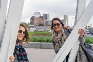 Emmanuelle et Mélanie en visite à Montréal